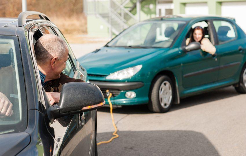 Beide Fahrzeuge sollten von geübten Fahrern gesteuert werden (Bild: CandyBox Images / Shutterstock.com)