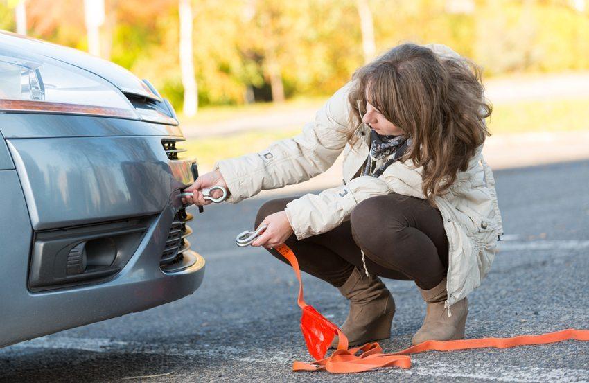 Sie können den Wagen mit einer Stange oder mit einem Seil abschleppen (Bild: Monika Wisniewska / Shutterstock.com)