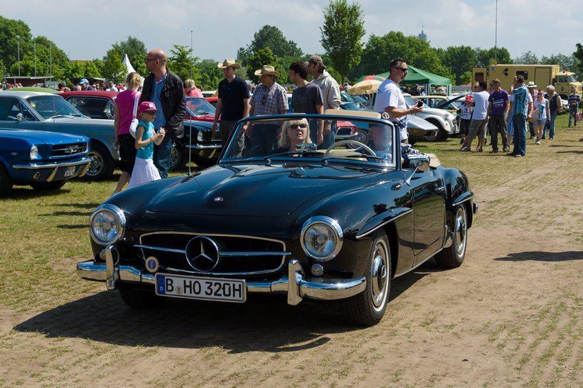 """Roadster Mercedes-Benz 190SL auf """"The Oldtimer Show"""" in Paaren im Glien, Deutschland im Mai 2013  (Bild: Bocman1973 / Shutterstock.com)"""