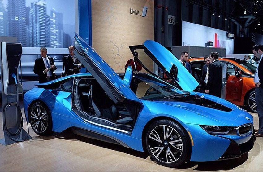 BMW i8 plug-in hybrid auf New York International Auto Show 2014 (Bild: Design Milk, Wikimedia, CC)