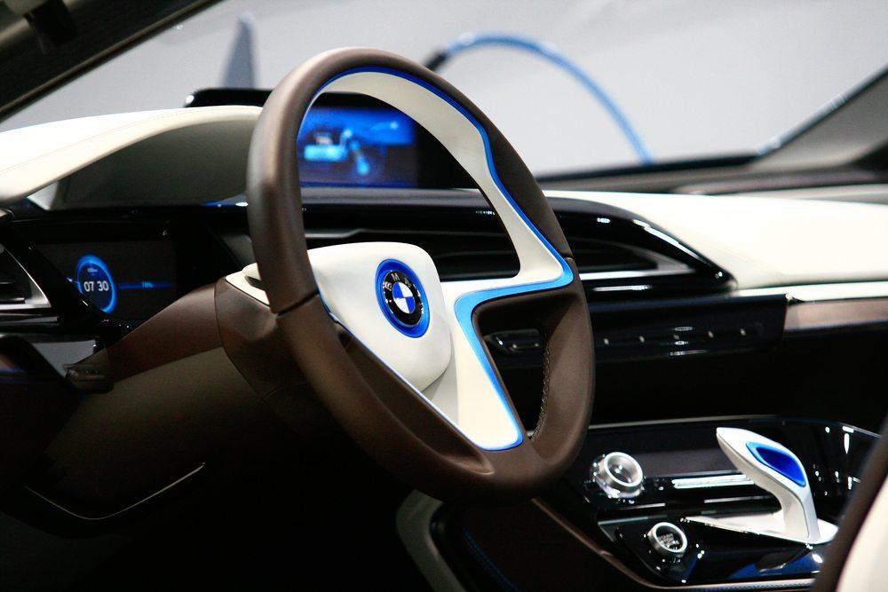 BMW i8 - Volldigitales Innenleben. (Bild: Fingerhut / Shutterstock.com)