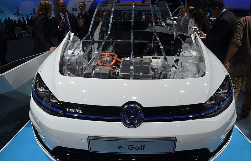 IAA Frankfurt 2013 – Volkswagen e-Golf (Bild: MotorBlog, Wikimedia, CC)