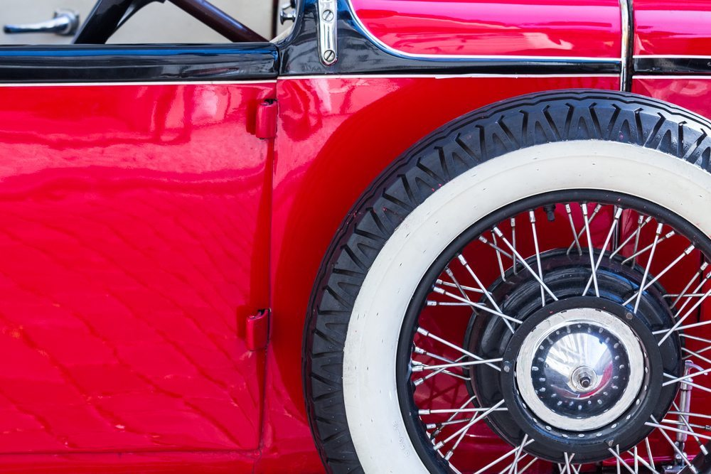 Die Pneus und verwendeten Felgen sollten den Empfehlungen der Fahrzeughersteller und den Leistungsmerkmalen des Fahrzeuges entsprechen. (Bild: Kyrien / Shutterstock.com)
