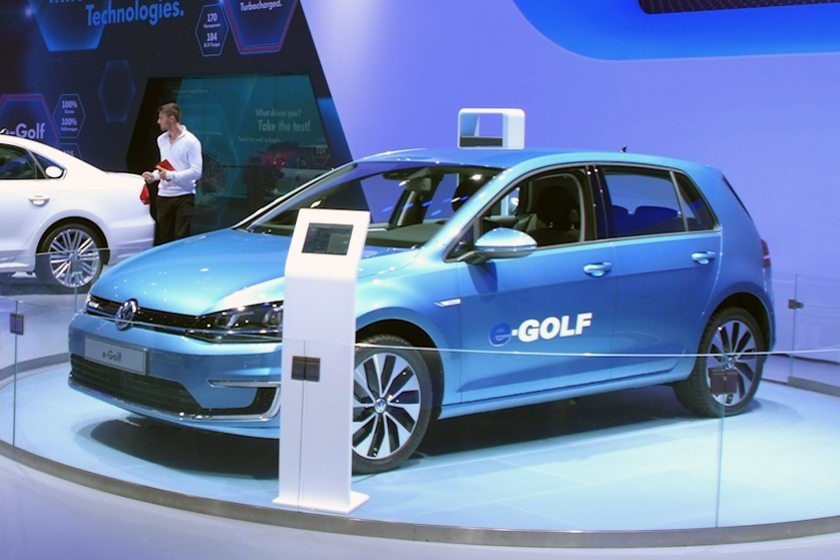 Volkswagen e-Golf auf der Los Angeles Auto Show 2013 (Bild: Mariordo, Wikimedia, CC)