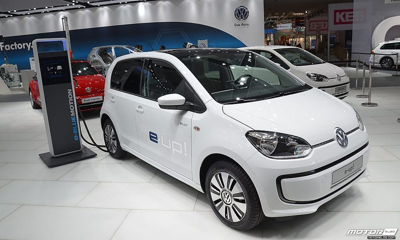 Volkswagen e-up! auf der Automesse in Hannover im April 2013 (© MotorBlog, Wikimedia, CC)