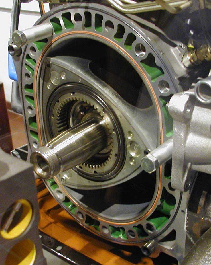 Wankelmotor, vermutlich Mazda 13B, im Deutschen Museum, München (Bild: Softeis, Wikimedia, CC)