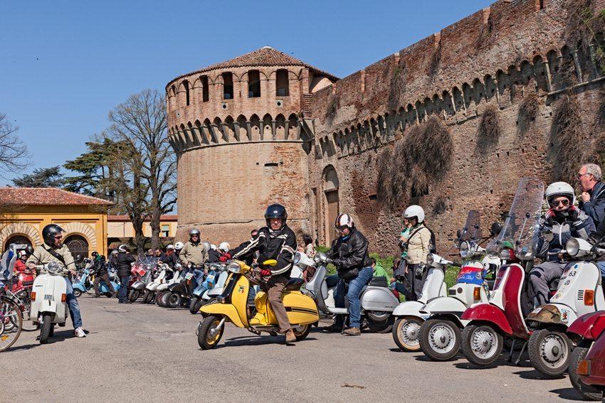 Vespa-Fanclub in Imola, Italien (Bild: ermess / Shutterstock.com)