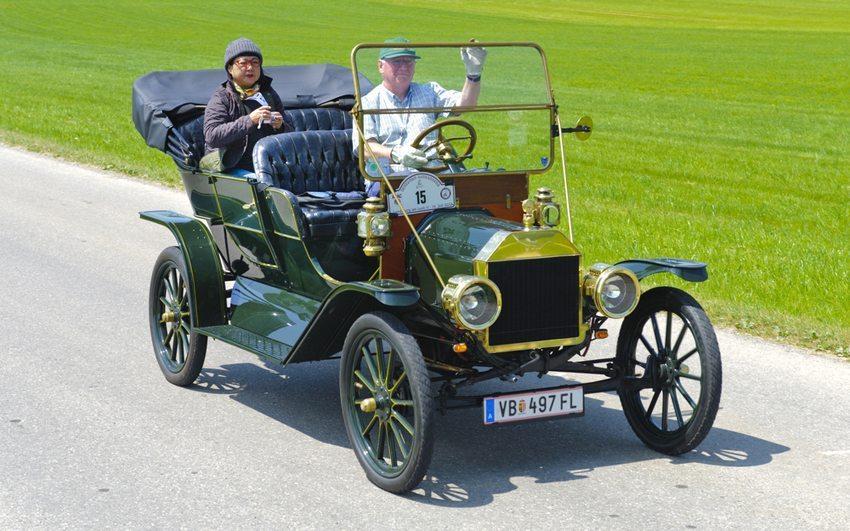 Oldtimer Rallye – Ford T Touring aus dem Jahre 1910. (Bild: filmfoto / Shutterstock.com)