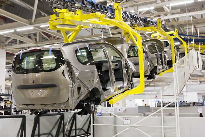 Die letzten Tendenzen in der Produktion erweisen sich als Hauptgründe für die Rückrufe. (Bild: supergenijalac / Shutterstock.com)