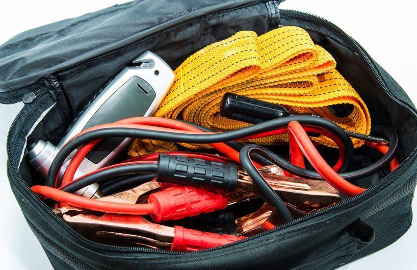 Nützliche Notfallausrüstung für das Auto (Bild: Michai Pramuanchok / Shutterstock.com)