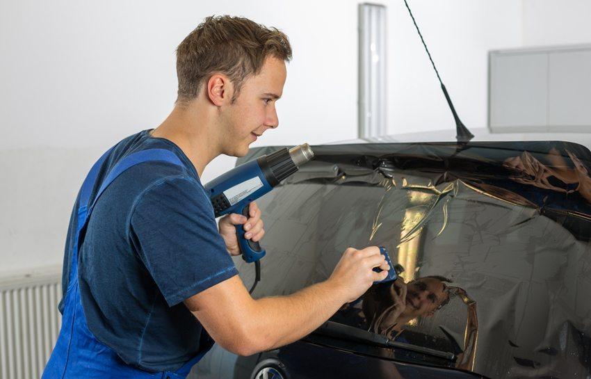 Sonnenschutzfolie für die Scheiben (Bild: Ikonoklast Fotografie / Shutterstock.com)