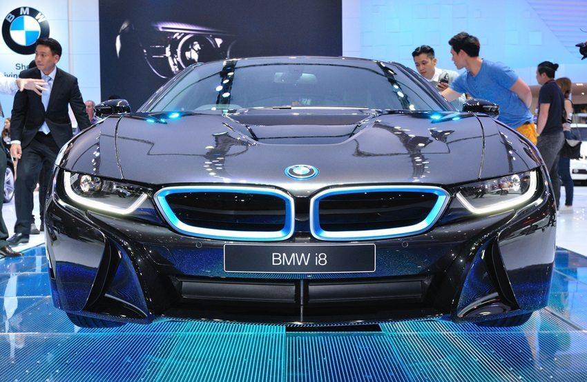 BMW i8 auf Bangkok International Motor Show 2014 (Bild: Thampapon / Shutterstock.com)