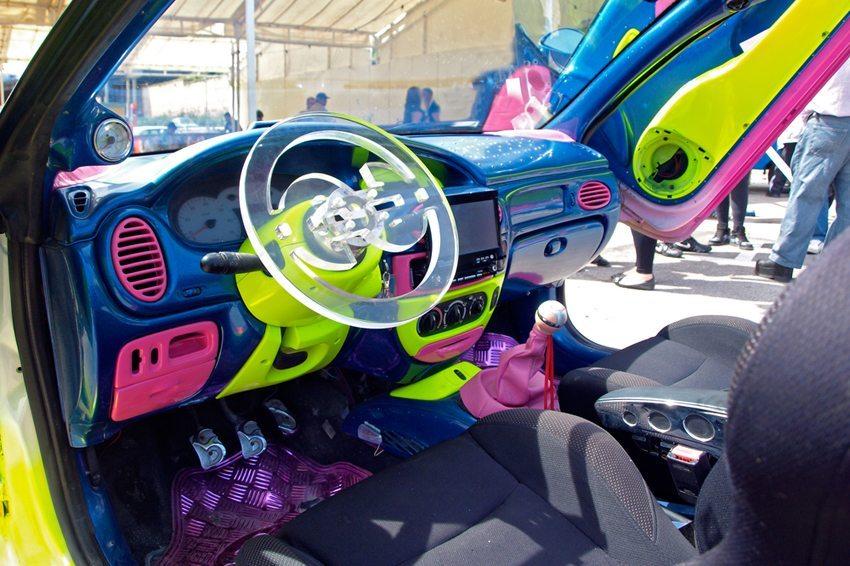 Optisches Fahrzeugtuning (Bild: Algefoto / Shutterstock.com)