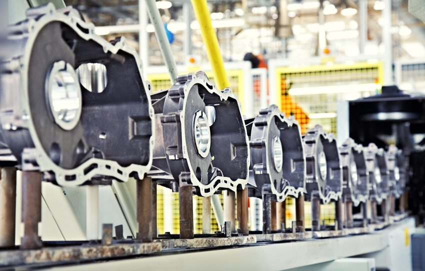 Motorenherstellung (Bild: Nataliya Hora / Shutterstock.com)