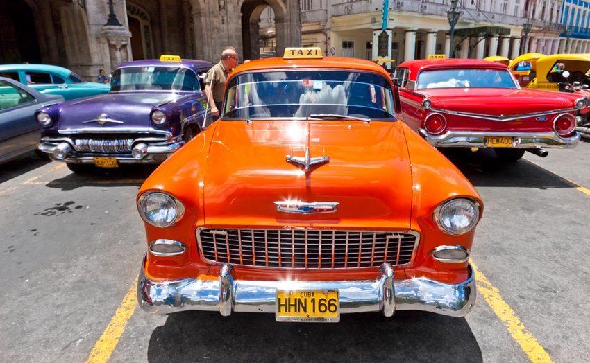 Oldtimer in Havanna (Bild: Kamira / Shutterstock.com)