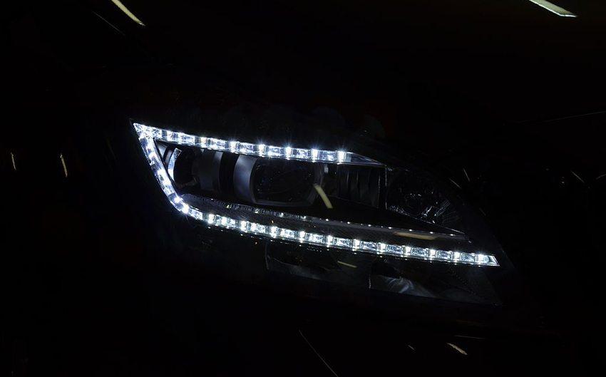 LED-Scheinwerfer eines Mercedes-Benz C218 CLS 63 AMG (Bild: Alofok, Wikimedia, CC)