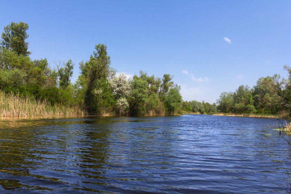 Für Binnengewässer wie Seen und Flüsse bedarf Ihr Boot einer anderen Ausstattung als für küstennahe Unternehmungen etwa an der Ost- oder Nordsee oder aber auf einem Ozean. (Bild: Yuriy Kulik / Shutterstock.com)