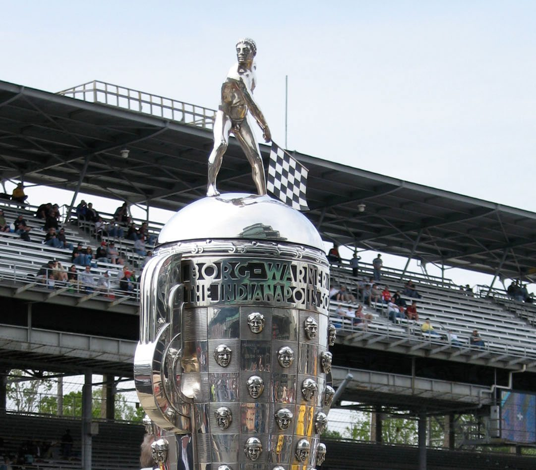 Borg-Warner Trophy. (Bild: Sarah Stierch / wikimedia.org)