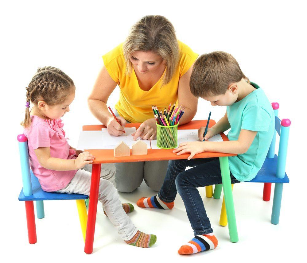 Das Kinderhotel Alpenrose bietet eine Betreuung für die kleinsten Gäste. (Bild: Africa Studio / Shutterstock.com)