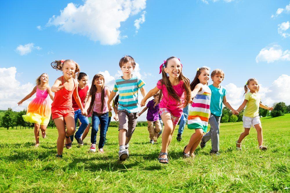 Das mehrfach ausgezeichnete Kinderhotel Alpenrose im wunderschönen Lermoos in Tirol setzt Massstäbe in Sachen Kinderfreundlichkeit. (Bild: © Sergey Novikov / Shutterstock.com)