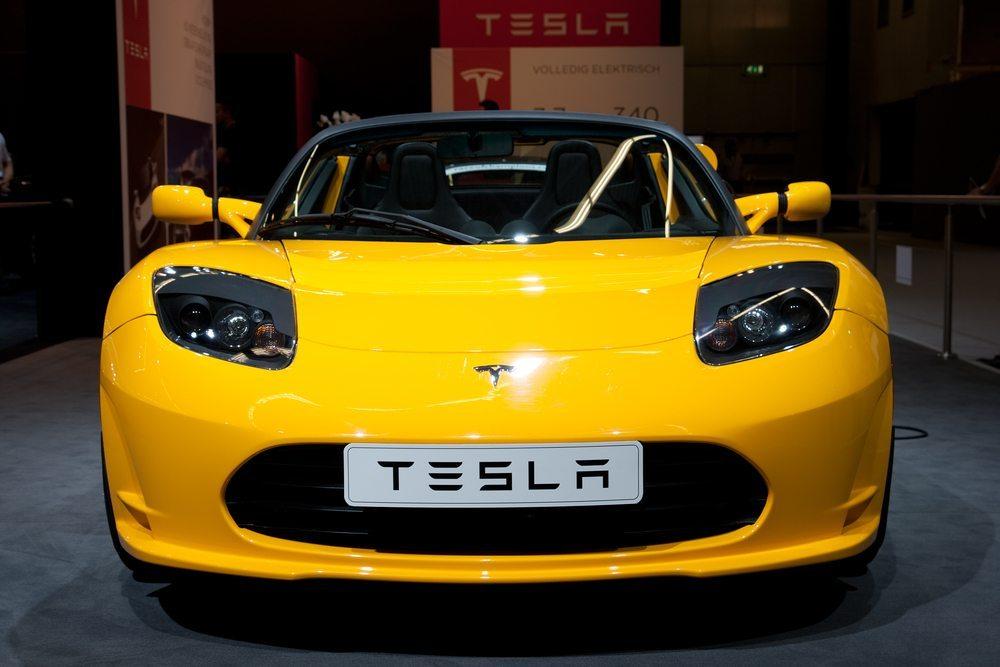 Tesla Roadster – Elektroautos können attraktiv, leistungsstark und alltagstauglich sein. (Bild: VanderWolf Images / Shutterstock.com)