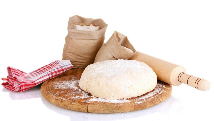 Gewöhnen Sie sich an, frisches Brot selbst zu backen. (Bild: Africa Studio / Shutterstock.com)