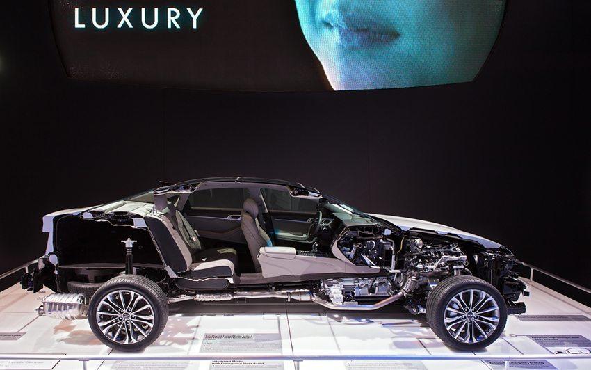 Hyundai Genesis – Querschnitt präsentiert auf Chicago Auto Show 2014 (Bild: Darren Brode / Shutterstock.com)