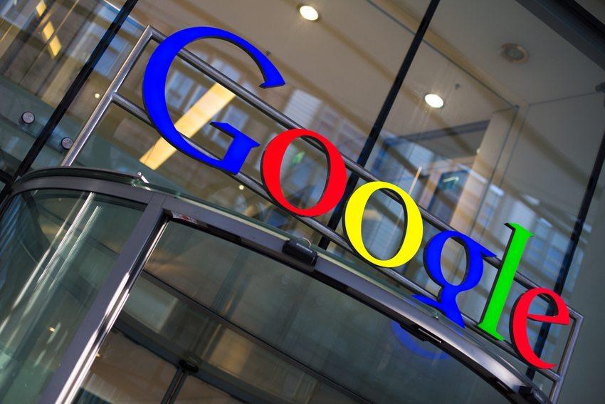 Google ist nicht nur ein Suchmaschinenbetreiber – jetzt treibt das Unternehmen auch die Automobilbranche voran. (Bild: l i g h t p o e t / Shutterstock.com)