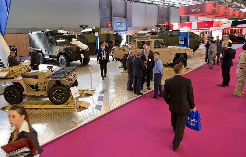 Militärfahrzeuge auf der Eurosatory 2014 (Bild: Bambax / Shutterstock.com)