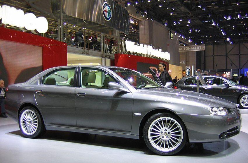 Alfa Romeo 166 – Genfer Auto-Salon 2005 (Bild: Norbert Aepli, Wikimedia, CC)