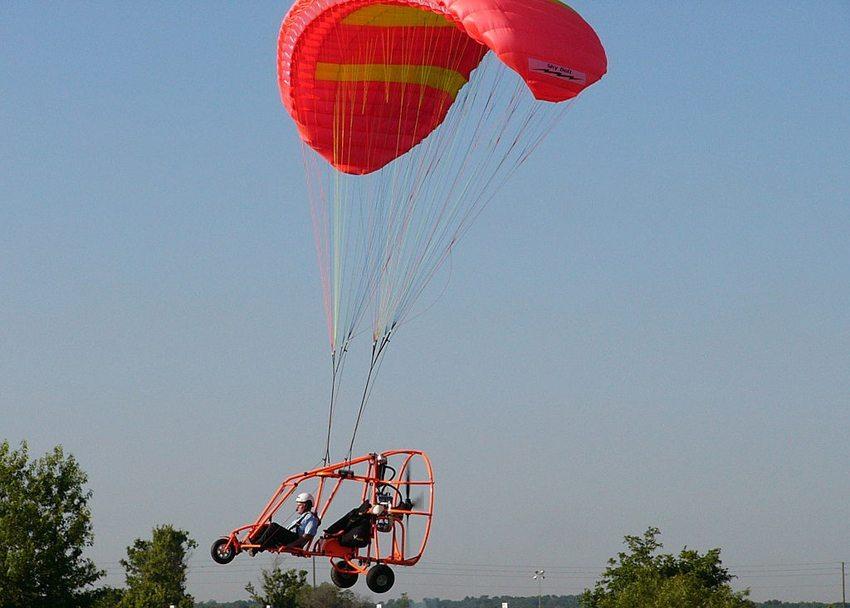 Motorschirm – die einfachste Form des Fliegens (Bild: Ahunt, Wikimedia, CC)
