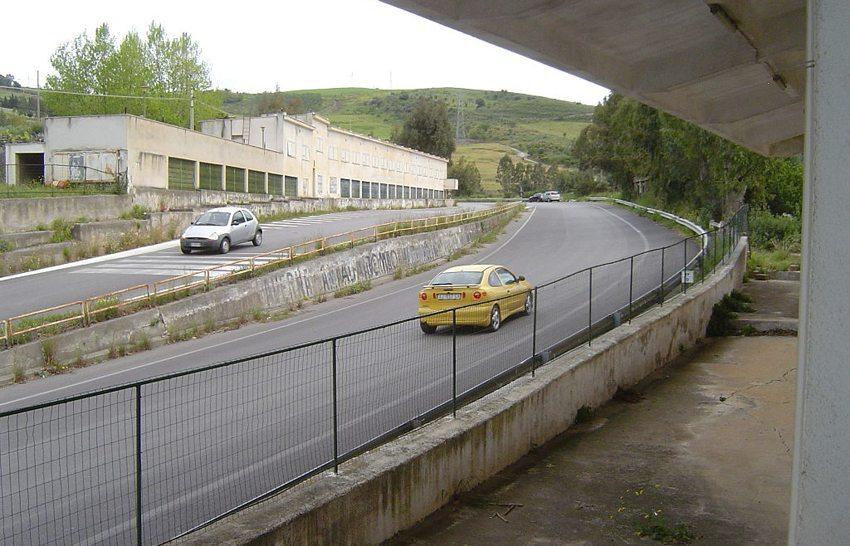 Targa Florio,Pitcomplex (Bild: Saschaporsche, Wikimedia, CC)
