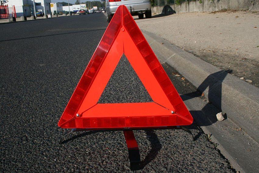 In manchen Ländern der EU reicht nur ein Warndreieck nicht aus. (© Roulex 45, Wikimedia, GNU)