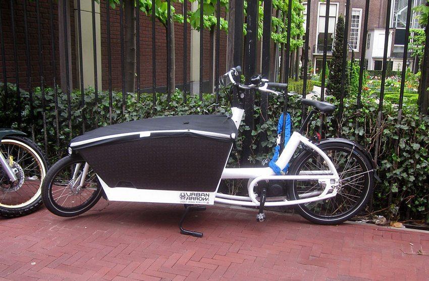 Urban Arrow electric bakfiets in Amsterdam (Bild: Brbbl, Wikimedia, CC)