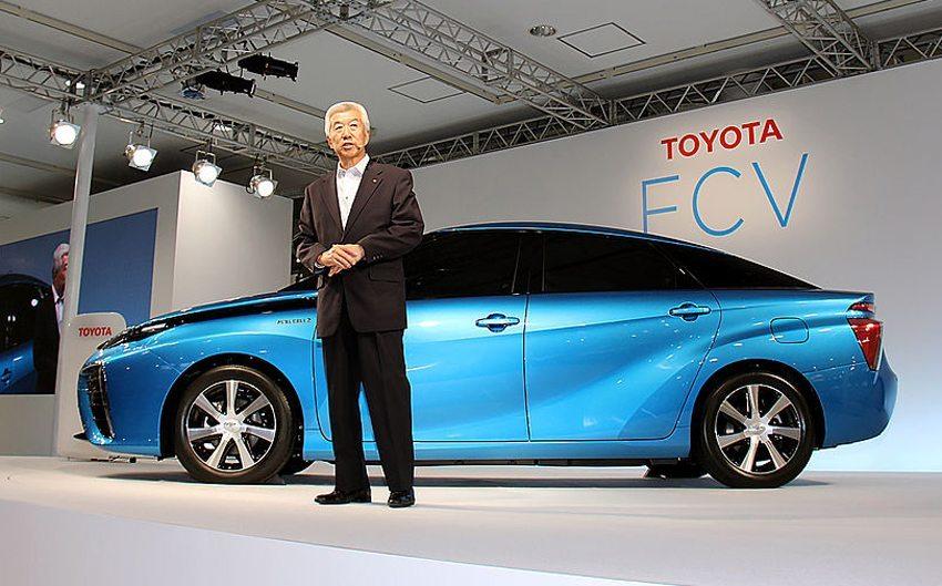 EVP Mitsuhisa Kato präsentiert Toyota FCV am 25. Juni 2014 in Tokio (Bild: Bertel Schmitt, Wikimedia, CC)