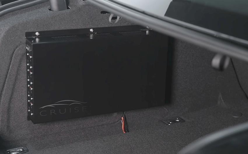 Der Computer, der all die gewonnenen Daten auswertet und das Fahrzeug steuert, sitzt im Kofferraum des Kfz. (Bild: www.getcruise.com)