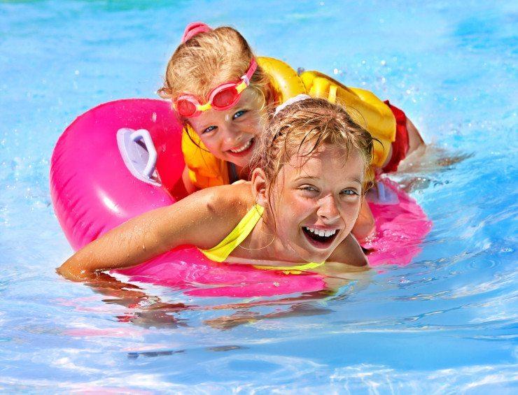 Im Kinderhotel Oberjoch gibt es die grösste Wasserreifenrutsche Deutschlands. (Bild: © Gennadiy Poznyakov - Fotolia.com)
