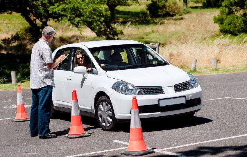 Frühe Fahrpraxis mindert das spätere Unfallrisiko (Bild: Warren Goldswain / Shutterstock.com)