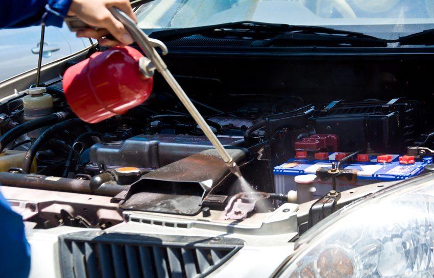 Es ist zu empfehlen, einen normalen Hochdruckreiniger für die Motorwäsche zu verwenden. (Bild: buffaloboy2513 / Shutterstock.com)