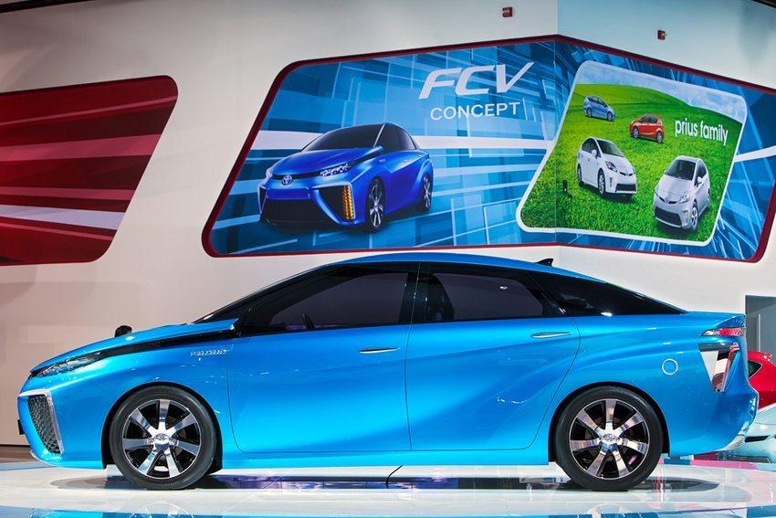Toyota FCV – Seitenansicht (Bild: Darren Brode / Shutterstock.com)