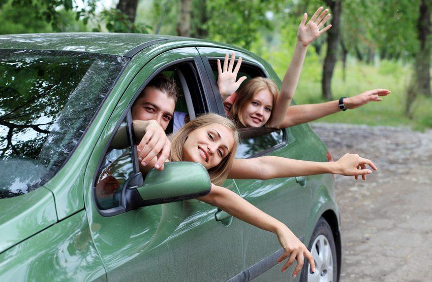 Oft schafft ein Mietwagen grösstmögliche Freiheit und Flexibilität in den Sommerferien. (Bild: Kiselev Andrey Valerevich / Shutterstock.com)