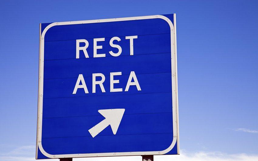 Die einzig wirksame Methode, einer akuten Müdigkeitsattacke zu begegnen, ist ein mindestens 20-minütiger Schlaf. (Bild: Henryk Sadura / Shutterstock.com)