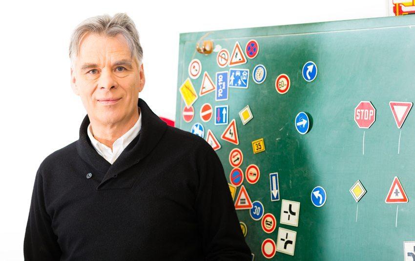 In Europa haben die meisten Länder regelmässig durchzuführende Prüfungen für Senioren eingerichtet. (Bild: Kzenon / Shutterstock.com)