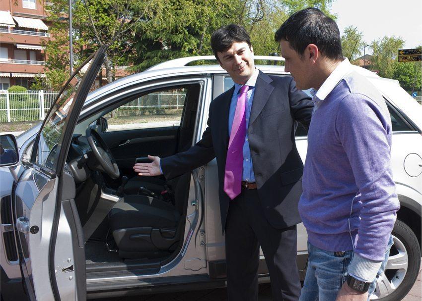 Quasi bei jedem Händler wartet ein ganz besonders Traumauto auf einen neuen Besitzer. (Bild: Tatagatta / Shutterstock.com)