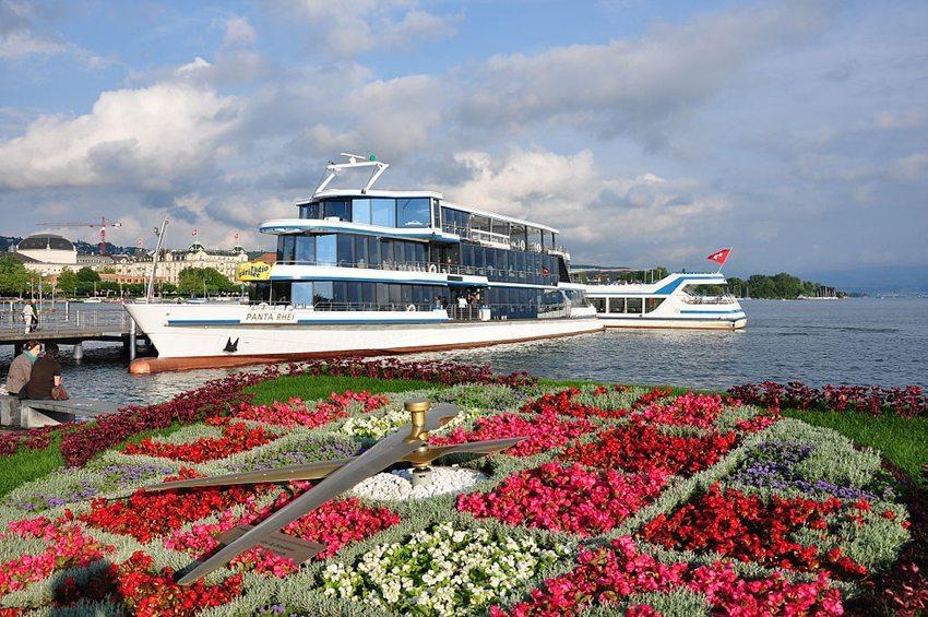 """Zürichsee-Motorschiff """"Panta Rhei"""" (Bild:  Roland zh, Wikimedia, CC)"""