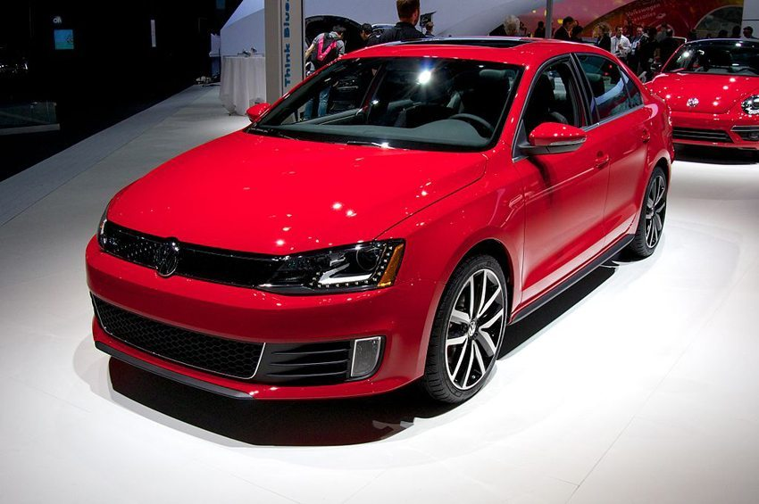 VW Jetta VI, Los Angeles Auto Show 2012 (© steve lyon, Wikimedia, CC)