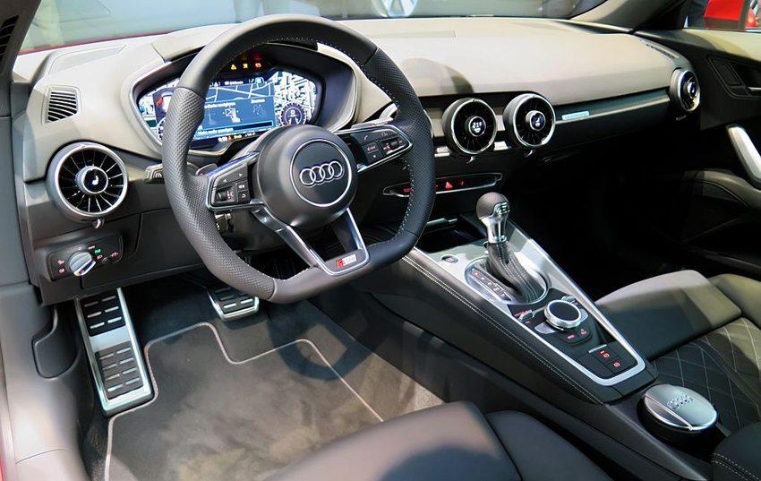 Der neue Audi TT 2014 – Innenansicht (Bild: Kickaffe, Wikimedia, CC)