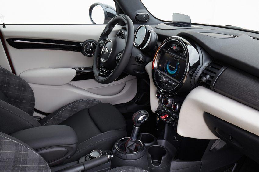 Mini Cooper 5 doors 2014 – Innenraumansicht (Bild: BMW AG, München, Deutschland)