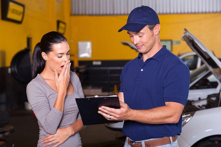 Die Reparaturkosten einschliesslich der benötigten Arbeitszeit können schnell einen ansehnlichen Betrag ausmachen. (Bild: michaeljung / Shutterstock.com)