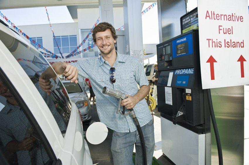 Komprimiertes Erdgas bzw. Flüssiggas ist eine gängige Alternative zum klassischen Verbrennungsmotor. (Bild: bikeriderlondon / Shutterstock.com)